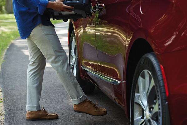 Hands-free side door of Chrysler Pacifica