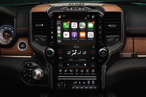 2021-ram-1500-dt-technology-feature-seamless-smartphone-integration